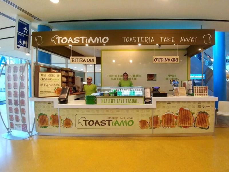 Toastiamo toasteria healthy fast casual galleria foto for Centro commerciale campania negozi arredamento